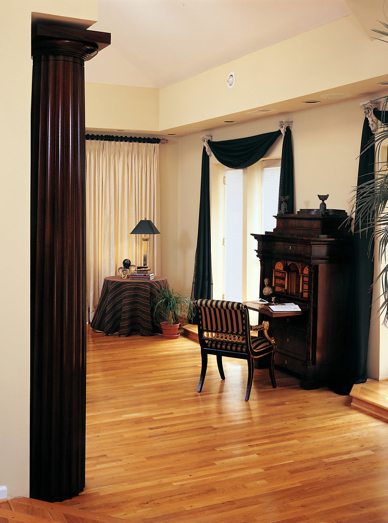 A Fluted Stain-Grade Doric Column in a Bedroom